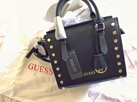 Guess táska 61a1b02369
