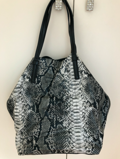 Kígyóbőr mintás fekete fehér táska MANGO 51d3e651e8
