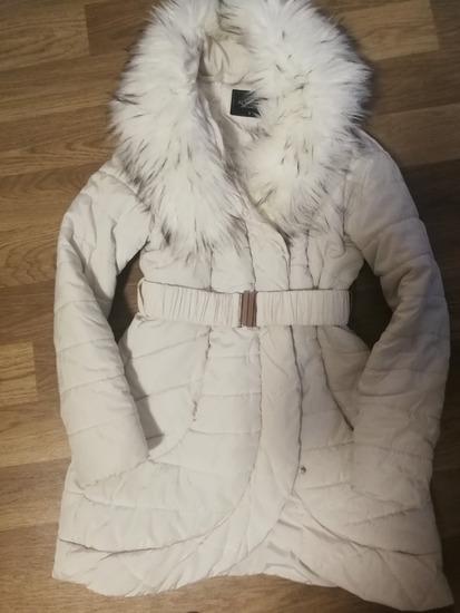 Fehér szőrmés női kabát