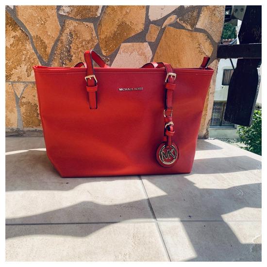 Piros pakolós MK táska