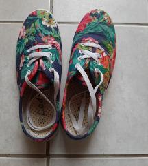 sötétkék virágos cipő 36-os