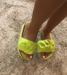 Neon papucs