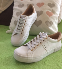 37-es PULL&BEAR utcai cipő