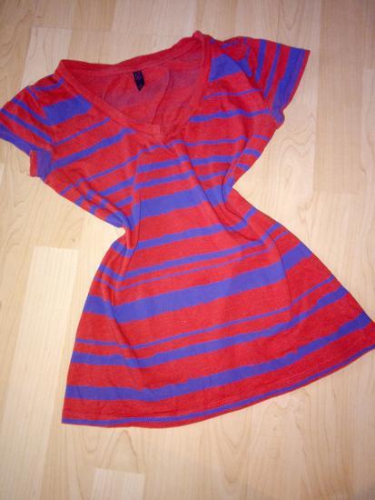Piros csíkos póló