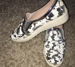 Flitteres cipő