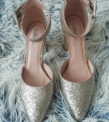 Csillogó cipő és táska