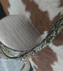 Kígyóbőrmintás táska
