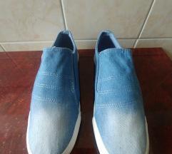 Belebújos cipők