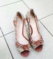 Guess magassarkú cipő