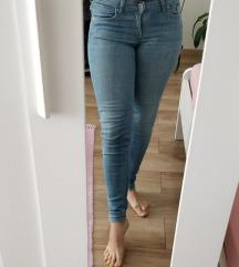 H&M farmer Skinny, zip leg, normal waist