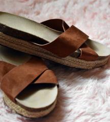 Fonott talpú nyári cipö