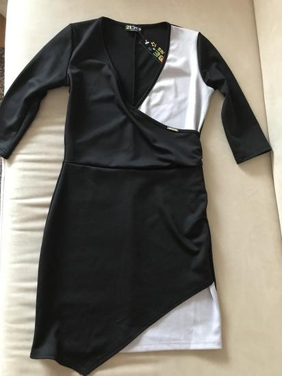 Bebe fekete-szürkésfehér címkés, új miniruha Xs