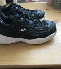 fekete Fila sportcipő