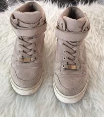Bershka magasitott bézs cipő