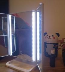 Kinyitható, világító sminktükör