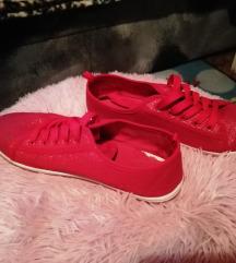 Piros csillogós cipő 40-es