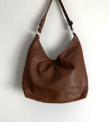 barna címkés táska