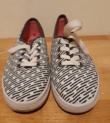 Tornacipő, fekete-fehér mintás vászoncipő