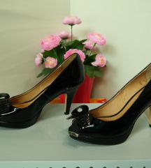 37 fekete lakk műbőr masnis tűsarkú cipő