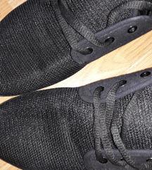 Fekete tavaszi cipö