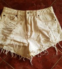Fehér, tépett rövid nadrág