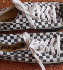 Kockás tornacipő