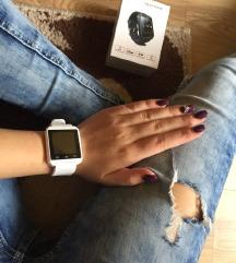 Fehér Smartwatch