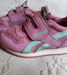 25-ös Reebok kislány cipő