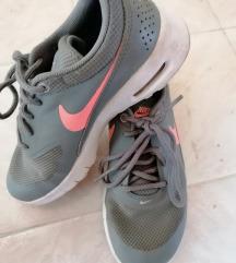 Nike gyermek edző cipő 30 s méretben eladó