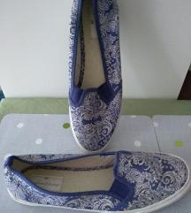 Belebújós, kékfestő cipő eladó 39-es méretben