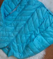 Világoskék pufi kabát