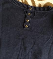 Hátul gombos gyönyörű pulcsi