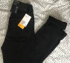 Cimkés booty fit nadrág