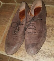 Különleges barna cipő