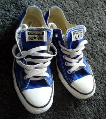Két Converse tornacipő egyben