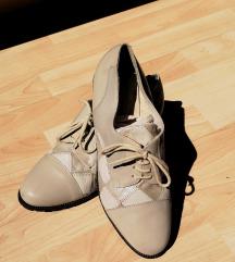 Vintage fehér bőr cipő