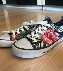 Virág mintás cipő