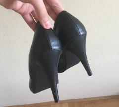 Eladó vagy csere 39-es fekete magassarkú cipő