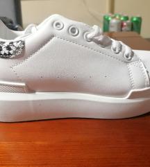Fehér tavaszi cipő