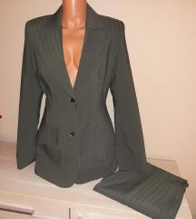 Olívazöld női kosztüm (felső+nadrág) 40-es