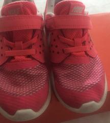 Nike kislány