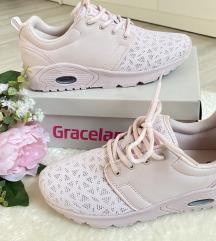 Új babarózsaszín cipő