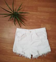 Fehér rövid nadrág