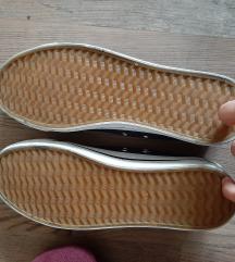 Rövidszárú tornacipő