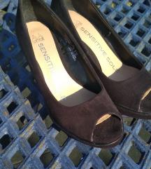 36-os fekete női cipő