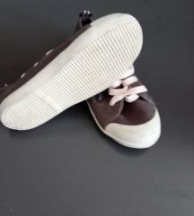 27-es hibátlan cipő