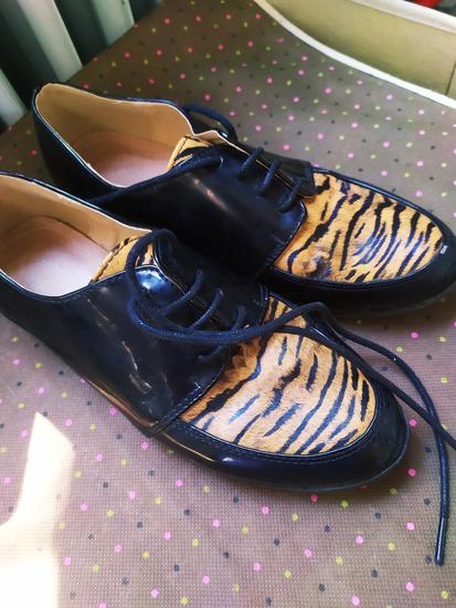Tigris mintás lakk cipő