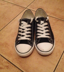 Fekete női tornacipő