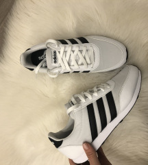 41-es fehér-fekete adidascipő