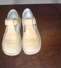 27-es Kickers és arany csipkés kislány cipő(2 db.)